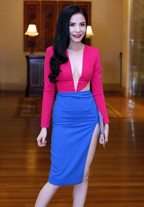 Bắt lỗi mặc váy cổ V kém duyên của sao Việt - 2
